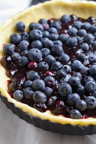 blueberry-and-almond-shortbread-tart-